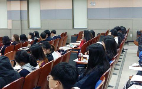 율곡학 강연을 듣고 있는 가운고 학생들 모습