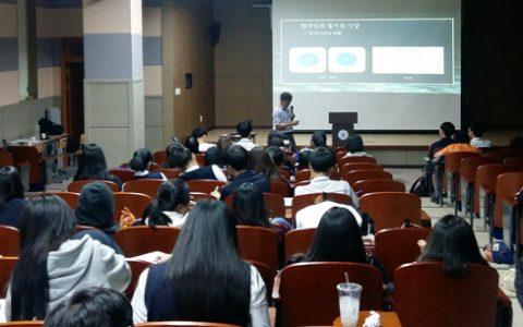 율곡학 강연을 듣고 있는 가운고 학생들