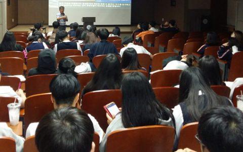 율곡학 강연을 듣고있는 가운고 학생들